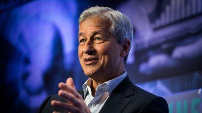 JPMorgan boosts Dimon's pay 5.4% in 2017