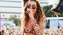Anitta cria conta no Tinder durante show