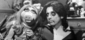 Miss Piggy and Alice Cooper in 1978. (Everett Collection)