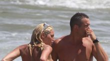 El blooper hot de Vicky Xipolitakis: topless en el mar de Punta del Este