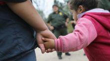 O choro desesperado das crianças separadas dos pais na fronteira dos EUA