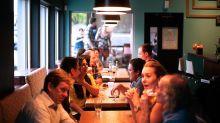 Saiba como a música ambiente em restaurantes influencia o que pedimos