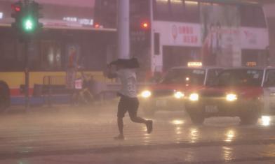 閃電近9千次 香港雷擊奪人命