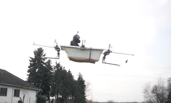 Geht steil: Badewanne trifft Drohne