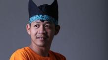 Conoce a Achmad Zulkarnain, el fotógrafo que no tiene manos ni piernas