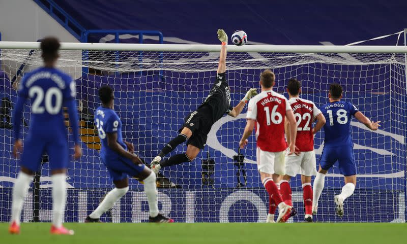 Soccer-Arsenal dent Chelsea's Champions League push