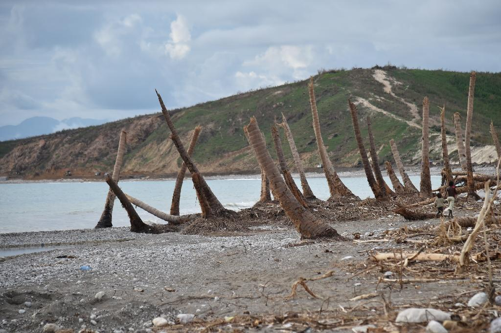 The damaged beach of the village of Labeyi in the commune of Chardonnieres, southwest Haiti, on October 18, 2016 (AFP Photo/Hector Retamal)