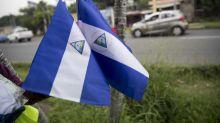 La detención de una mujer por vender banderas de Nicaragua revive temor al FSLN