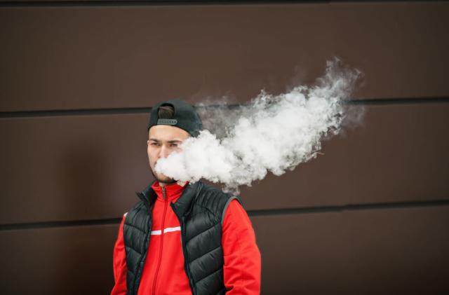 India effectively bans e-cigarettes