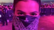 Disfarçada? Bruna Marquezine curte festival de música nos Estados Unidos com lenço no rosto