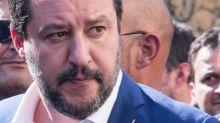 """Donna che ha aggredito Salvini: """"Pentita? Mi dispiace..."""""""
