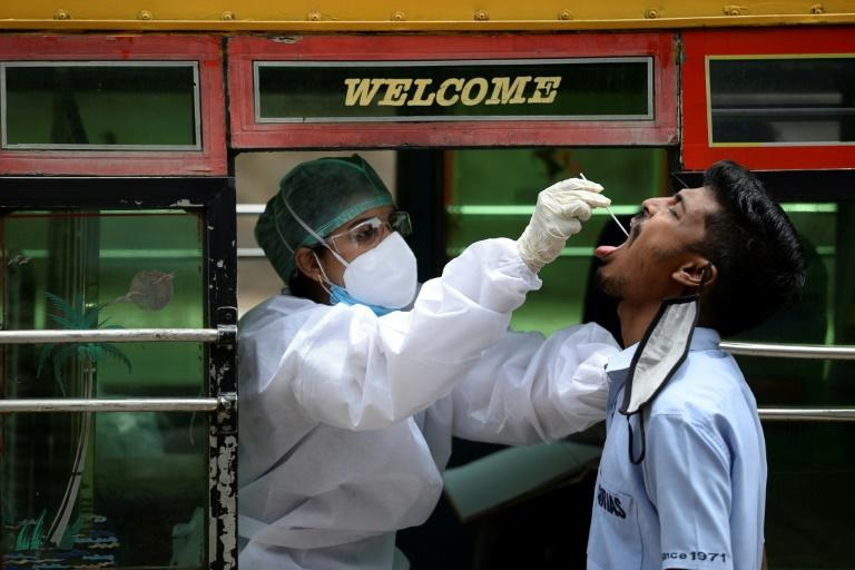 The global death toll from the coronavirus has risen to 916,000 with 28.5 million infections