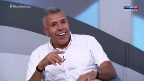 Cerezo fala sobre namorada em bordel, no 'Bem Amigos'