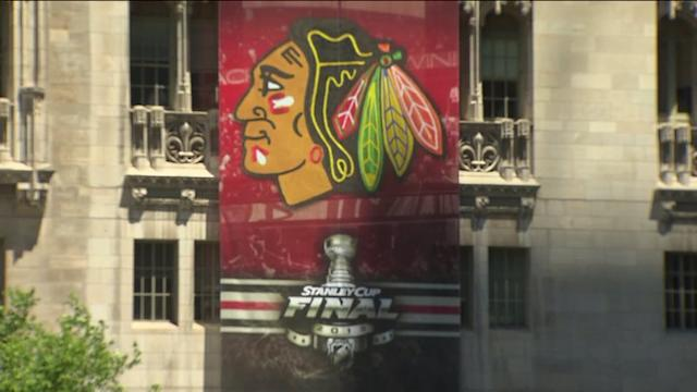 RAW: Blackhawks Stanley Cup Final banner unveiled at Pioneer Court