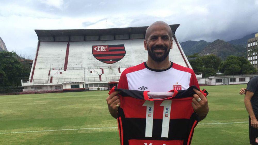 Verón está suspenso para o jogo contra o Botafogo. Estudiantes rebate informação
