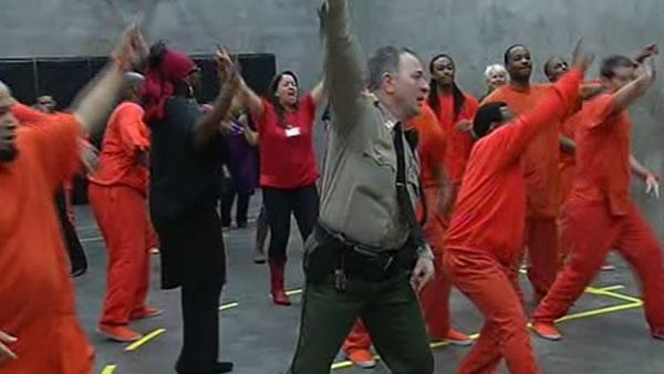 Inmates dance to put an end to domestic violence