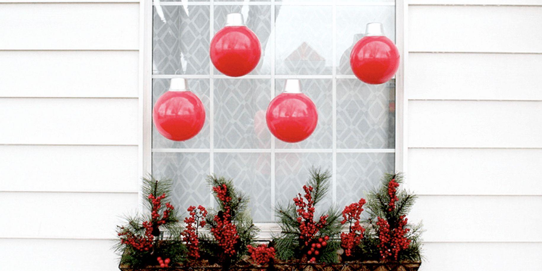 These Fun Christmas Window Decorations Won\'t Be a \