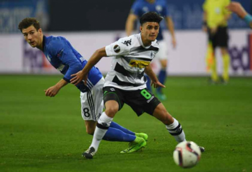 Em duelo de alemães, Gladbach empata com Schalke na Liga Europa