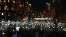 Zehntausende Menschen protestieren in Budapest gegen Regierung