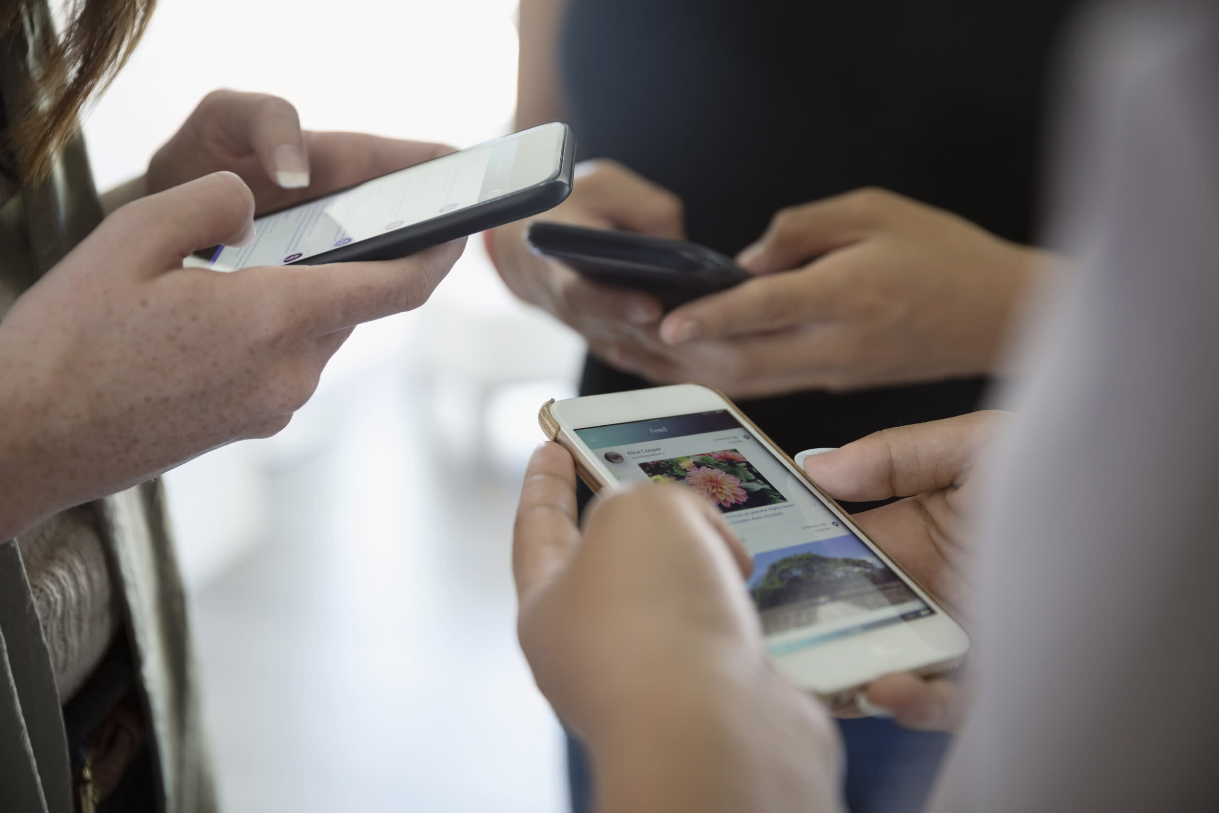 Latinos rely more on social media as a coronavirus lifeline, Nielsen report finds