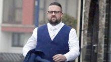 Un padrino borracho golpea a la novia y la arrastra escaleras abajo en la boda del hermano
