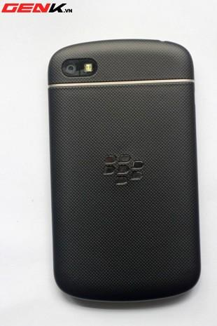 BlackBerry Q10 prototype caught in the wild with a rubberized back