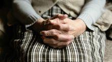 Sa sœur refuse de lui dire où a été placée leur mère atteinte de la maladie d'Alzheimer