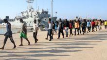 Perché i migranti arrivano in barca e non in aereo, i motivi di una scelta obbligata