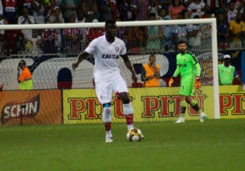 Após empate no clássico, o zagueiro Kanu elogia desempenho do Vitória