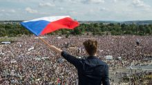 Multidão se reúne em Praga para pedir renúncia do premier