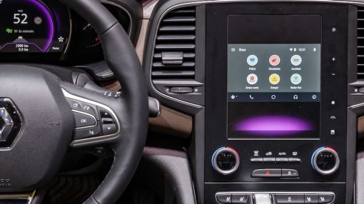 Is Renault Looking to Build Waze Directly Into Cars?