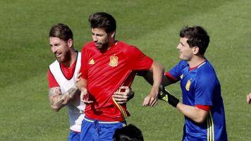 Casillas, Ramos, Piqué, Puyol, Xavi e Iniesta en el 11 histórico de UEFA