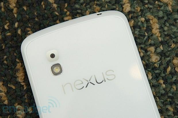 LG Nexus 4 shows up in white at Google I/O (hands-on)