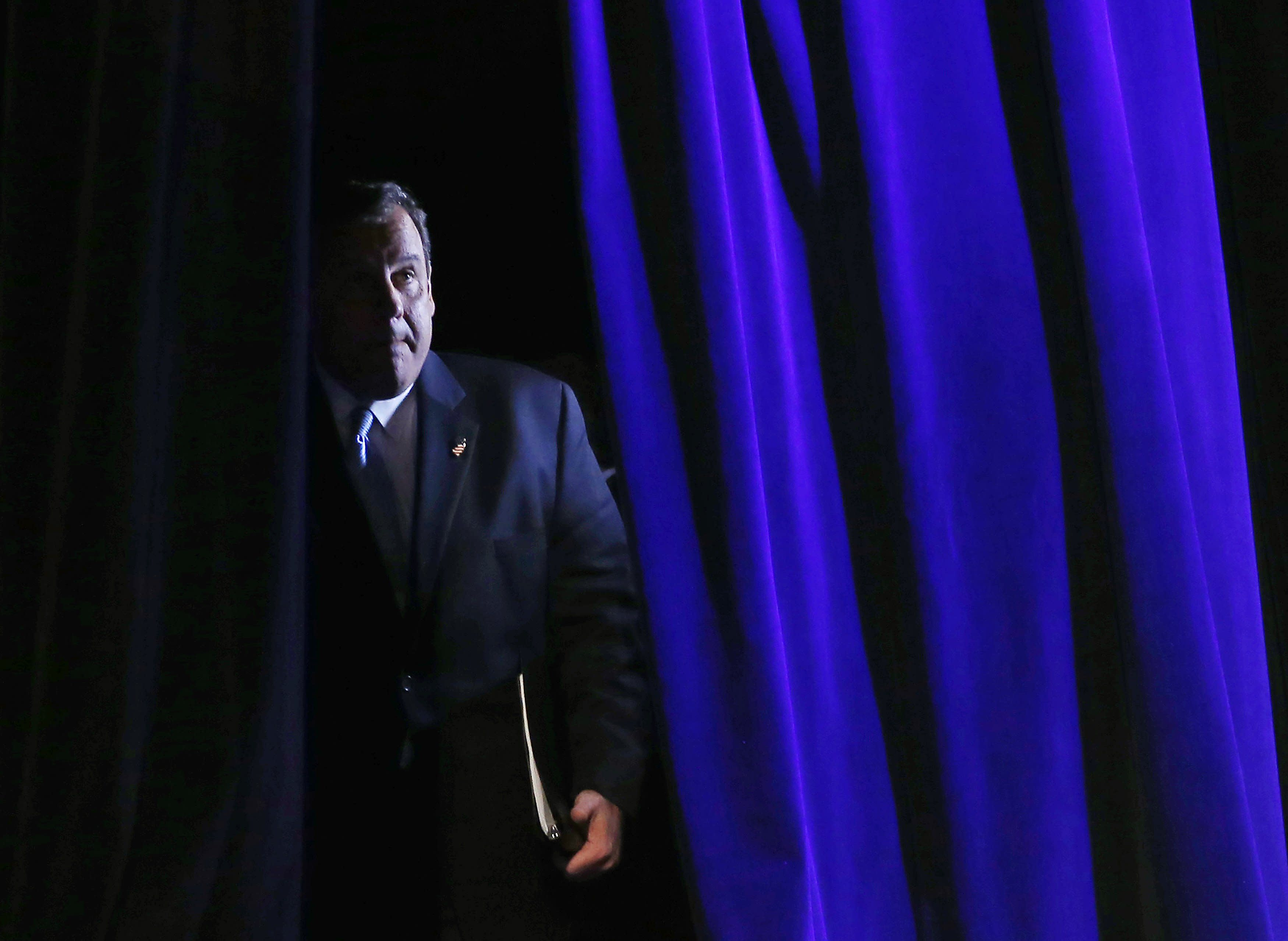 Governor of New Jersey Chris Christie arrives to speak at the Freedom Summit in Des Moines, Iowa, January 24, 2015. REUTERS/Jim Young (UNITED STATES - Tags: POLITICS)