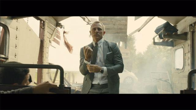 'Skyfall' Clip: Digger vs. Train