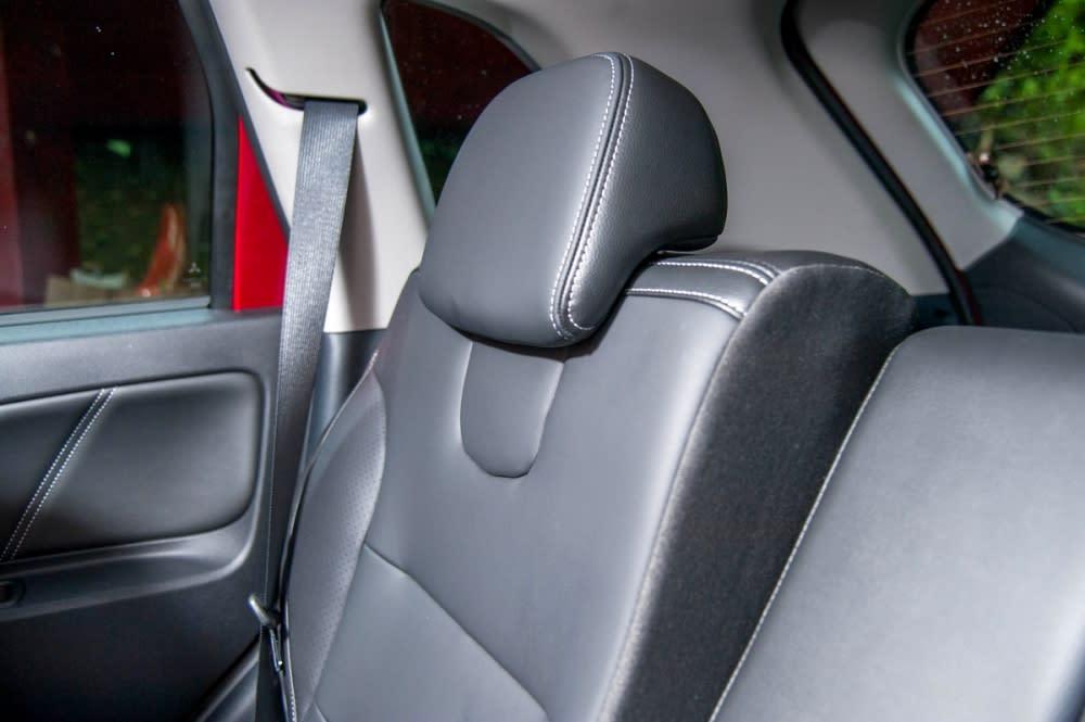 後座椅背可以針對乘客需求進行角度的調整,讓舒適度再往上提升