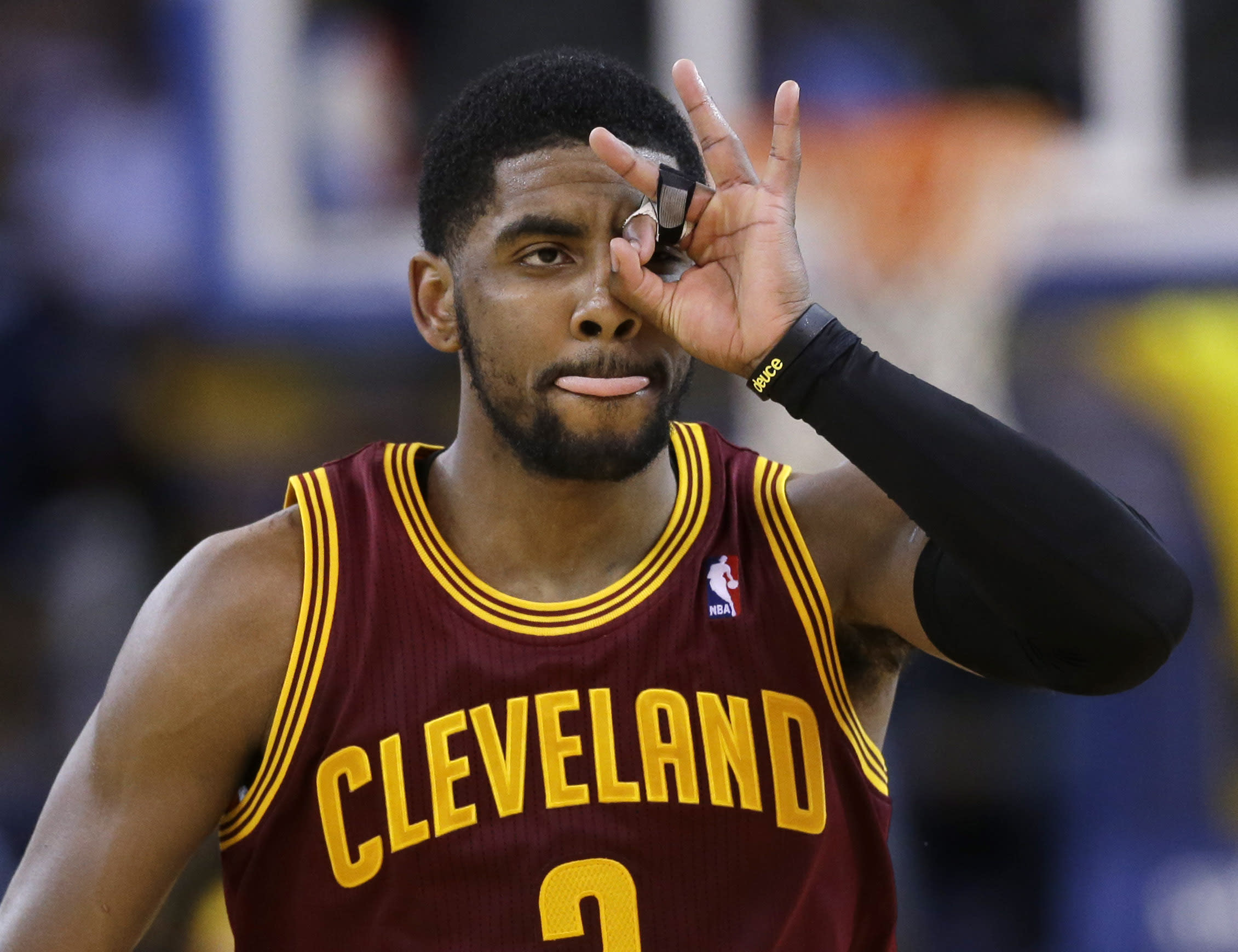 d10031a1b Cavs' Irving out 2 weeks with biceps injury