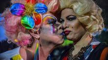 Aceitação da homossexualidade cresce no Brasil em 7 anos, mas 23% ainda são contra