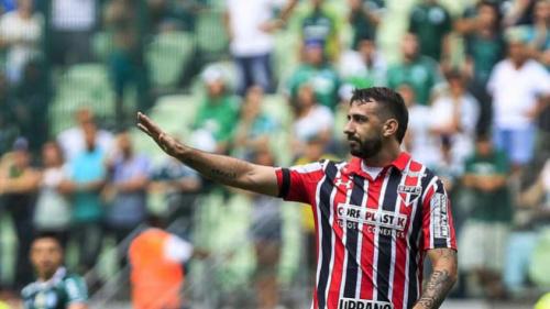 Pratto é operado, tem alta, mas é dúvida para jogo do São Paulo