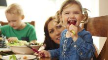 10 pasos para enseñar a los niños a comer sano este verano