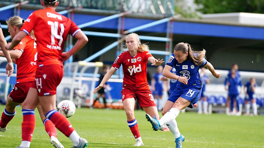 Fran Kirby's double helps Chelsea beat Reading to secure WSL title