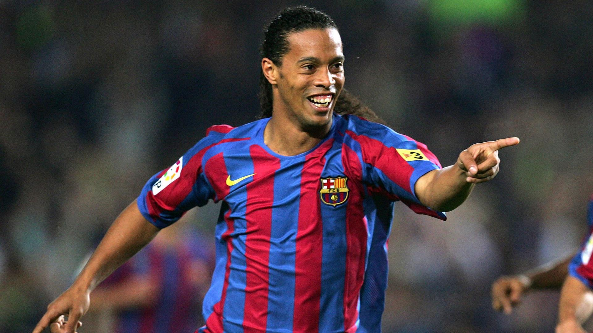 Ronaldinho returns to Barcelona