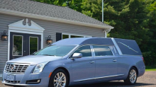 Stummer Passagier: Leichenwagen-Fahrer beansprucht Fahrgemeinschafts-Spur
