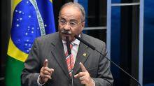 Brésil : un sénateur cache des liasses de billets dans son caleçon lors d'une perquisition