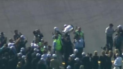 Uncut: Chara Carries Cup Off Plane