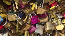 """Love locks"" to be removed from Paris bridges"