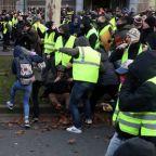 Brussels police arrest hundreds in 'yellow vest' riot