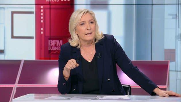 """Marine Le Pen dénonce """"la complaisance"""" du gouvernement avec les Black Blocs"""