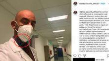 """Gli utenti a Bassetti: """"Hai la mascherina al contrario"""". Lui risponde piccato"""