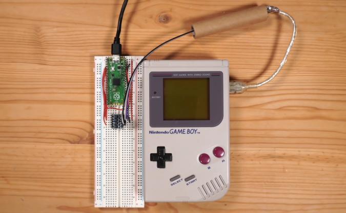 A DIY Game Boy mod allowing it to run multiplayer Tetris.